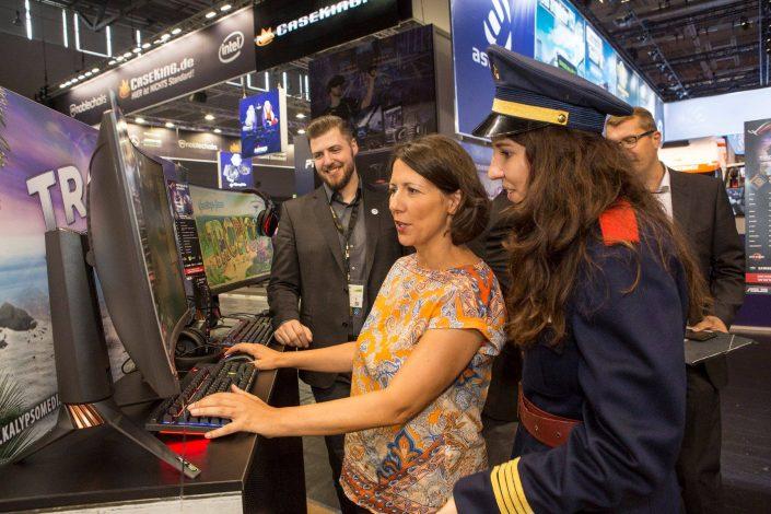 gamescom 2018 mit Staatssekretärin Daniela Schmitt 27